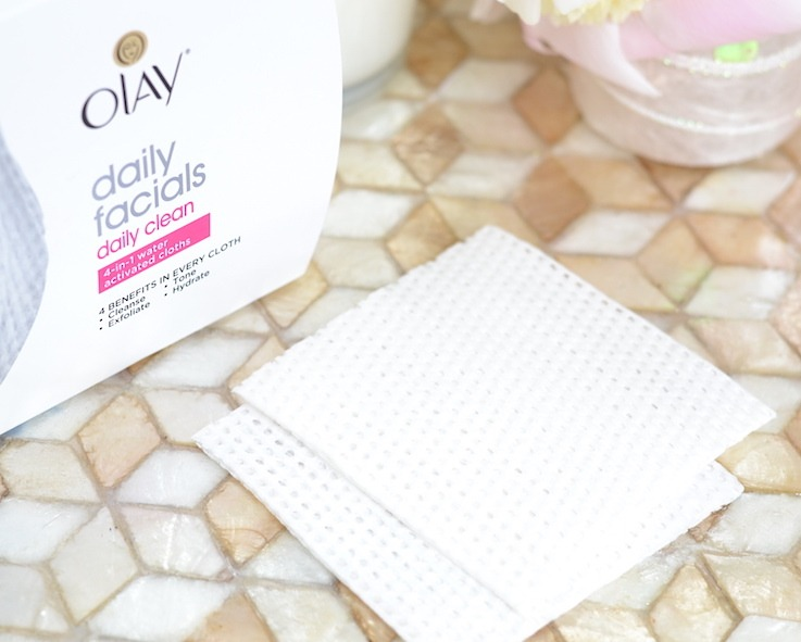 4 skincare benefits in 1 quick and easy step? Yes, please! @OlayUS Daily Facials Cleansing Cloths are a game-changer! Once you try this, you won't know how you ever lived without it!